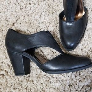 NEW YORK TRANSIT Black Cut Out Heels